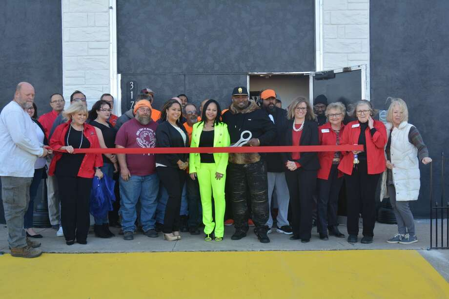 Members of the Plainview Chamber of Commerce gathered with Fresh Start and Dreams Entertainment Center employees to celebrate the start of a new branch in Plainview. Photo: Nathan Giese/Planview Herald