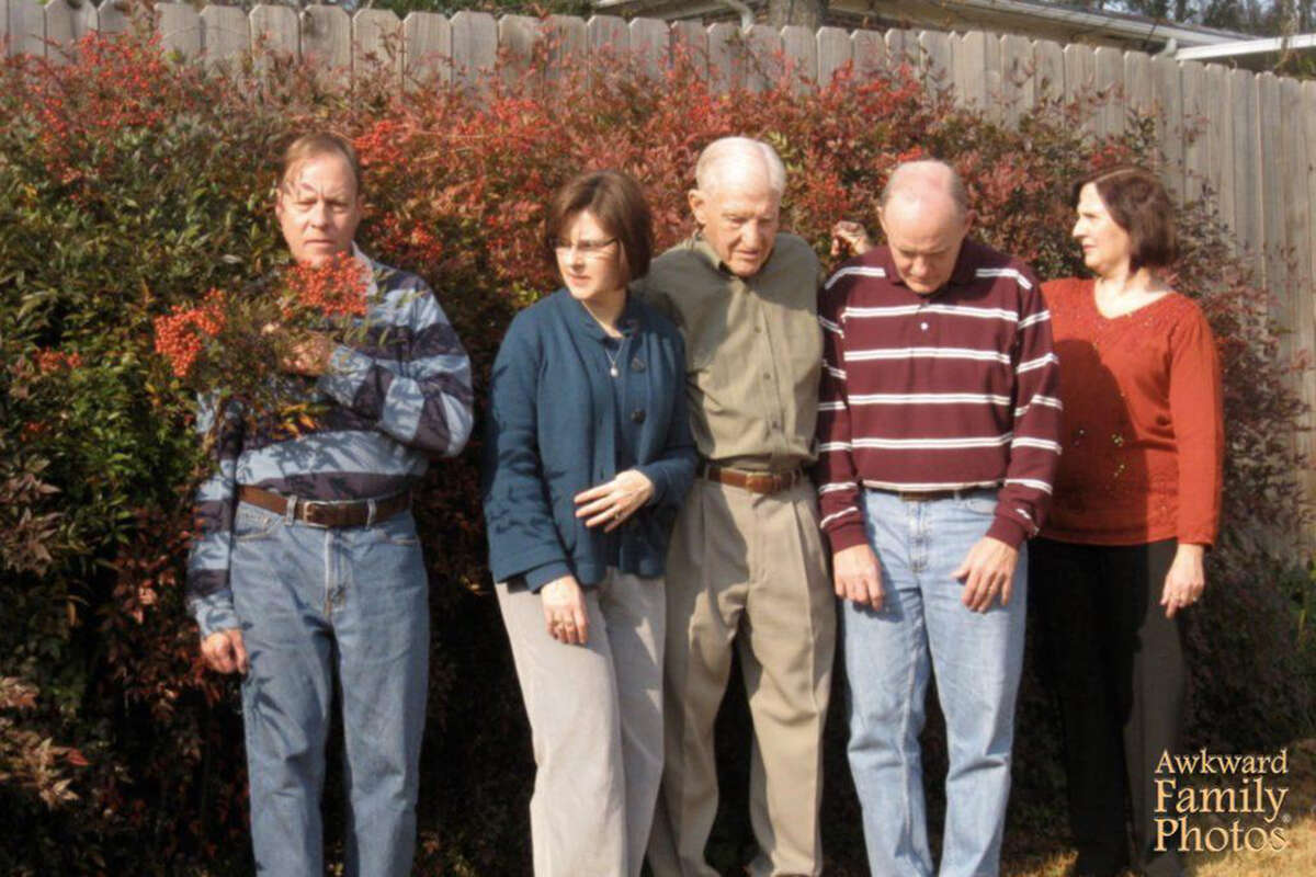 Awkward Family Photos found pure photography treasure to share with us this Thanksgiving holiday. Sometimes the candid photo taken before the posed photo is the most memorable.