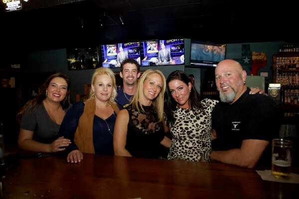 Pub Crawl Grown Ups Cut Loose At Lucy Cooper S Texas Ice House In