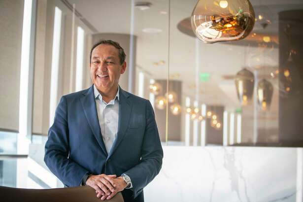 United Airlines CEO Oscar Munoz visits the Polaris Lounge at Bush Intercontinental Airport in Houston, Monday, Nov. 18, 2019.