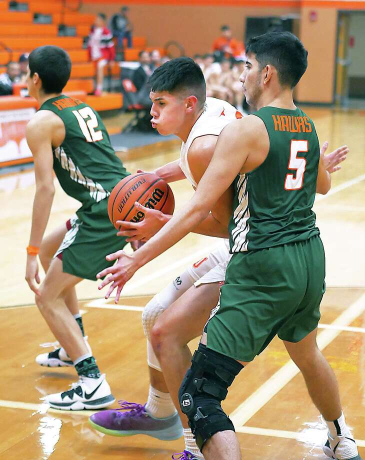 Daniel Orozco and United will attempt to stay unbeaten Friday as they open the second half of their District 29-6A slate with a 7:30 p.m. game at LBJ. Photo: Cuate Santos / Laredo Morning Times / Laredo Morning Times