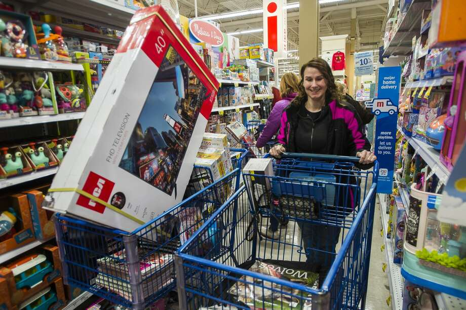 Shoppers take advantage of Black Friday deals at Meijer, which began on Thanksgiving morning, Thursday, Nov. 28, 2019. (Katy Kildee/kkildee@mdn.net) Photo: (Katy Kildee/kkildee@mdn.net)