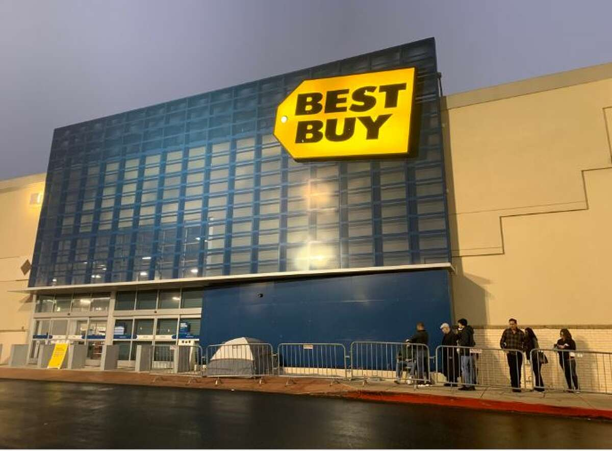 A handful of people huddled outside Best Buy at North Star Mall early Friday, flanked by metal fencing stretching around the corner.