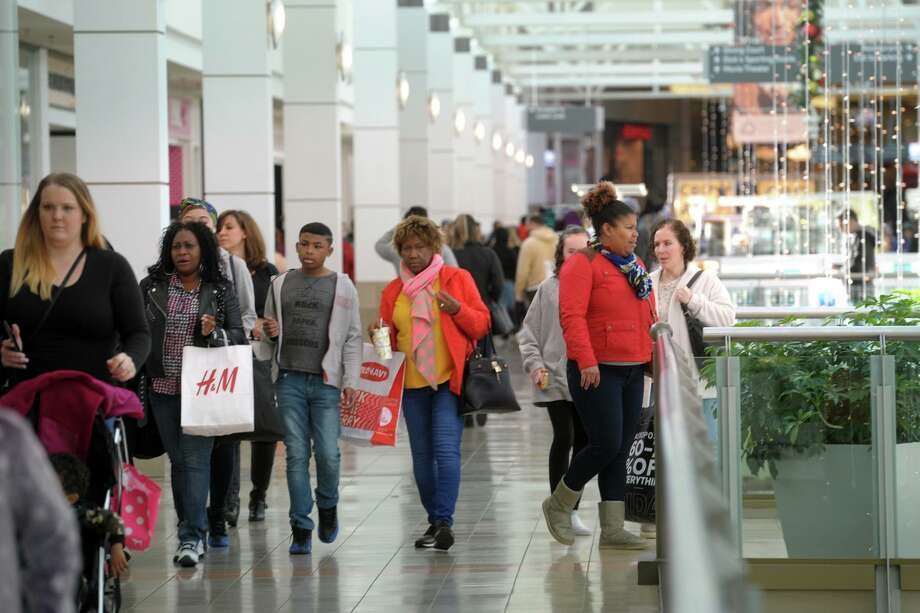 The Connecticut Post Mall has decided to temporarily close effective March 19 with an estimated reopening on April 1, 2020. Photo: Ned Gerard / Hearst Connecticut Media / Connecticut Post