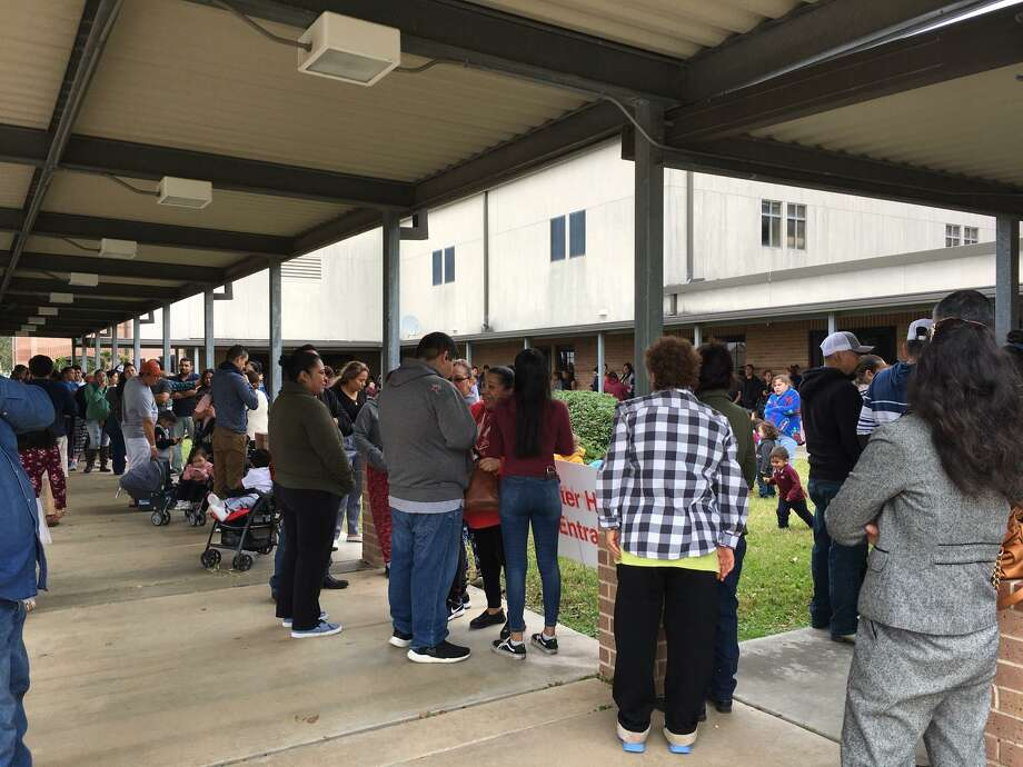 A line formed outside First Baptist Church of Katy before serving began at 11 a.m. for the ninth annual Katy Community Thanksgiving Feast. Photo: Karen Zurawski / Karen Zurawski