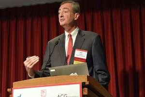 People's United Financial economist John Traynor speaks at Fairfield University on November 2016.