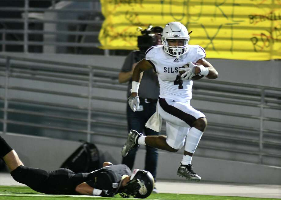 Silsbee senior running back Dralyn Taylor (4) breaks away from a fallen Giddings defender on a long run in the first quarter of their Region III-4A Semifinal matchup at Woodforest Bank Stadium in Shenandoah on Friday, Nov. 29, 2019. Photo: Jerry Baker, Houston Chronicle / Contributor / Houston Chronicle