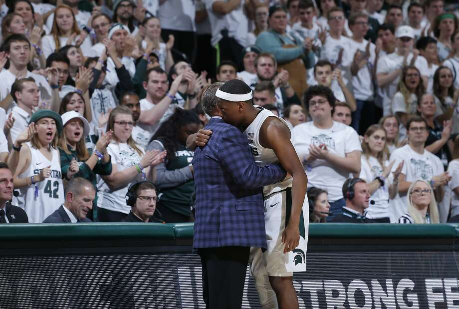 Michigan State's Cassius Winston has been leaning on Tom Izzo as he grieves over his brother's death. Photo: Al Goldis / Associated Press