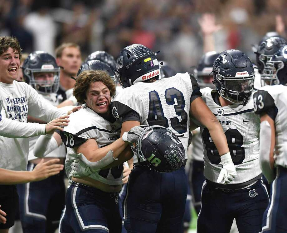 The Boerne Champion Chargers celebrate their 45-38 victory over Sharyland Pioneer in Region IV-5A semifinal football action in the Alamodome on Saturday, Nov. 30, 2019. Photo: Billy Calzada, San Antonio Express-News / Staff Photographer / ***MANDATORY CREDIT FOR PHOTOG AND SAN ANTONIO EXPRESS-NEWS /NO SALES/MAGS OUT/TV