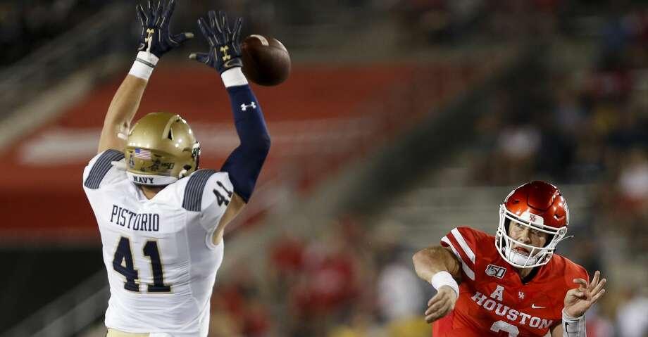 Navy Midshipmen linebacker Tyler Pistorio (41) knocks down a pass by Houston Cougars quarterback Clayton Tune (3) during the second quarter of an NCAA game at TDECU Stadium Saturday, Nov. 30, 2019, in Houston. Photo: Godofredo A Vásquez/Staff Photographer