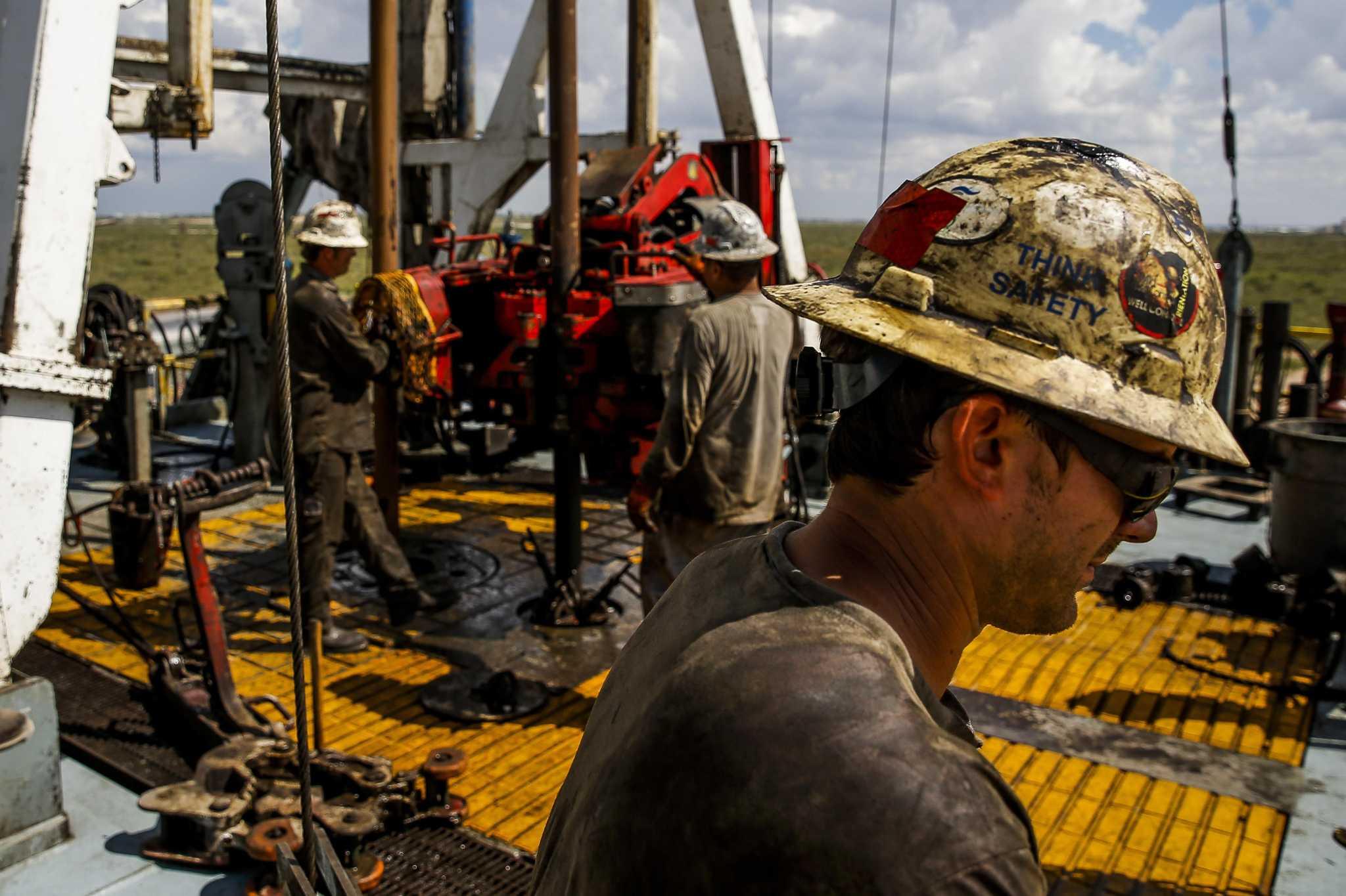 Rig count drops below 800 as Texas operators pull back