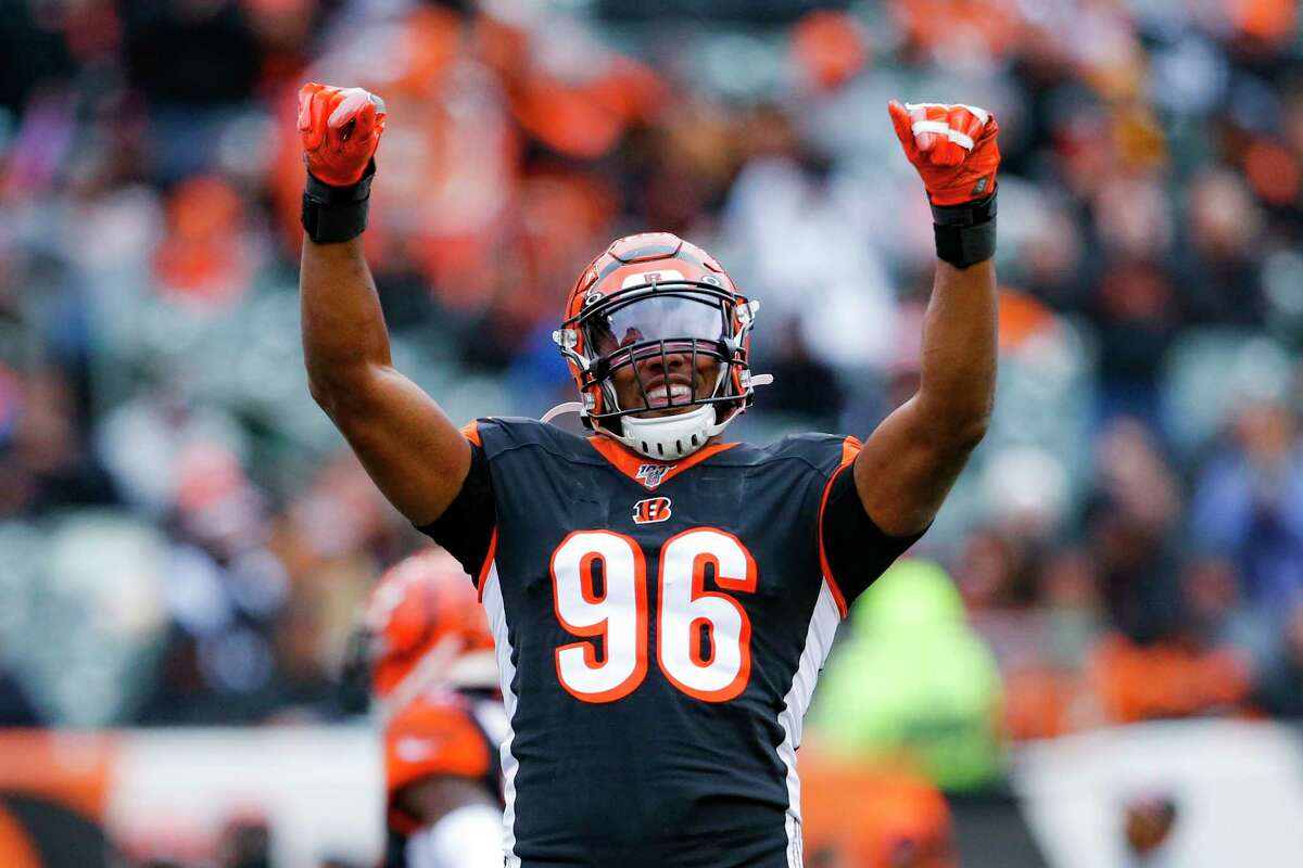 The Seattle Seahawks are acquiring former Pro-Bowl defensive end Carlos Dunlap from the Bengals, the team announced Wednesday. The Seahawks are sending veteran offensive lineman B.J. Finney and a 2021 seventh-round pick to Cincinnati in exchange for Dunlap.