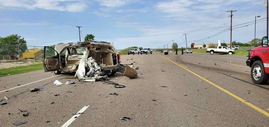 Un choque entre dos vehículos dejó un saldo de tres lesionados que fueron trasladados a Laredo Medical Center. Photo: Foto De Cortesía /DPS