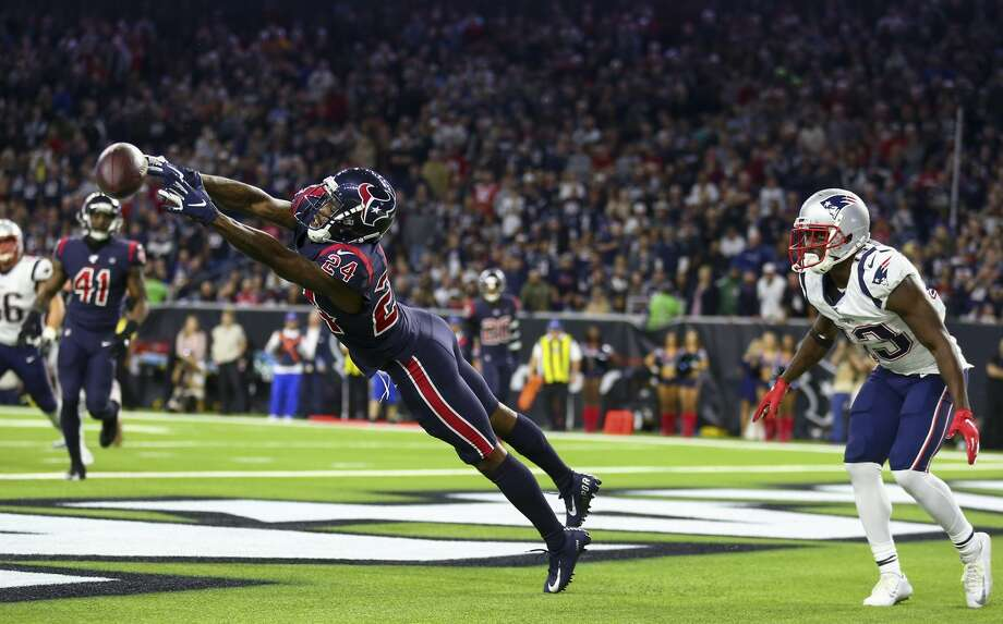 Houston Texans cornerback Johnathan Joseph (24) knocks a pass down on a two-point conversion attempt by the New England Patriots during the fourth quarter of an NFL game at NRG Stadium Sunday, Dec. 1, 2019, in Houston. Photo: Godofredo A Vásquez/Staff Photographer