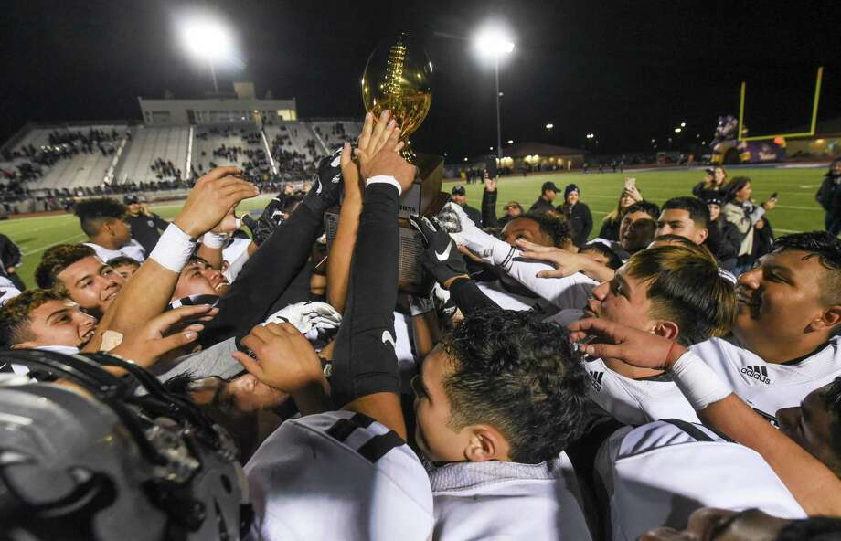 United South won the first-ever outright district title in school history. Photo: Danny Zaragoza /Laredo Morning Times