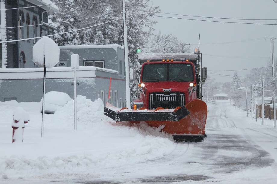 Manistee County residents woke up to several inches of snow on Sunday. Photo: News Advocate Staff