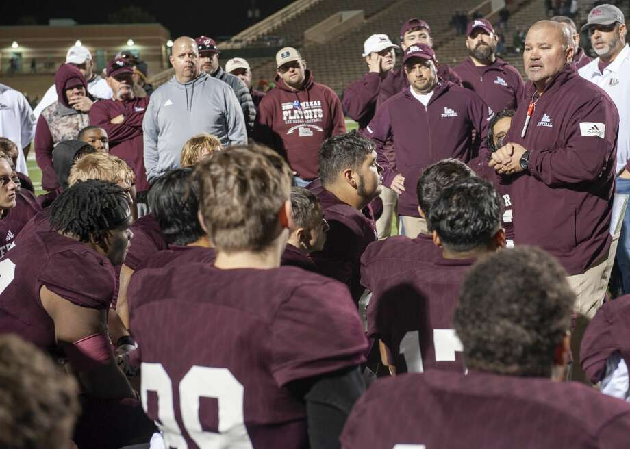 Lee Head Coach Clint Hartman talks with his players 11/30/19 after losing to South Lake Carroll 27-49 at Shotwell Stadium in Abilene. Tim Fischer/Reporter-Telegram Photo: Tim Fischer/Midland Reporter-Telegram