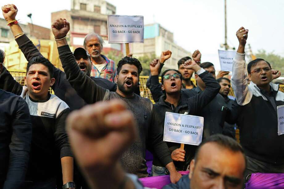 Traders shout slogans against e-commerce sites in a protest against Amazon.com and Flipkart in Delhi, on Nov. 20, 2019. Photo: Bloomberg Photo By Anindito Mukherjee. / © 2019 Bloomberg Finance LP