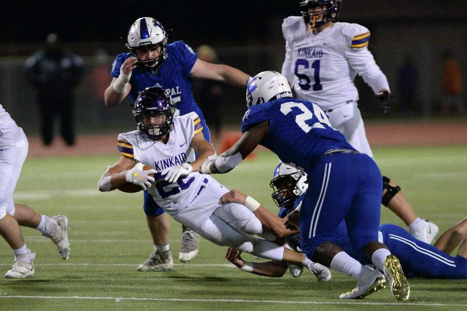 Episcopal's James Ogunrin (24) closes in on Kinkaid's Victor Garza (22) during the SPC football championship game Nov. 9 at Butler Stadium. Photo: Craig Moseley, Houston Chronicle / Houston Chronicle / ©2019 Houston Chronicle