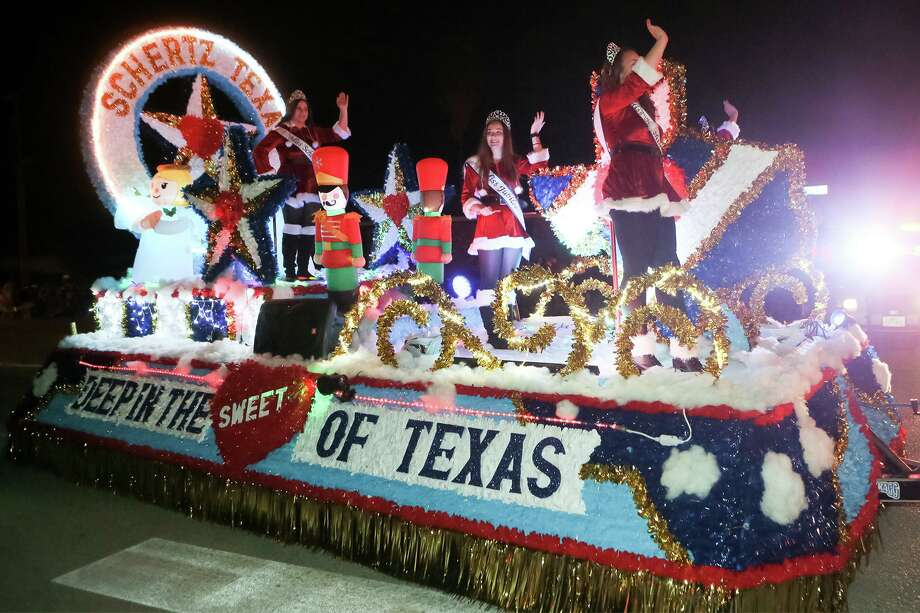 "The Schertz Sweetheart Court float rides down Schertz Parkway during last year's Schertz's ""Holidazzle,"" formerly known as Festival of Angels. Photo: Marvin Pfeiffer /San Antonio Express-News / Express-News 2018"