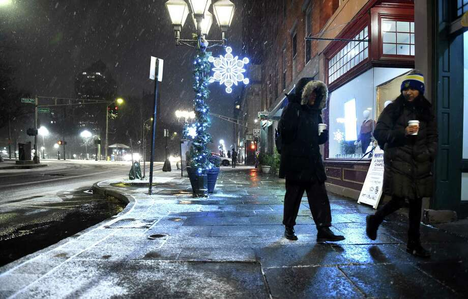 Snow begins to fall in New Haven as people walk along Chapel Street on December 2, 2019. Photo: Arnold Gold, Hearst Connecticut Media / New Haven Register