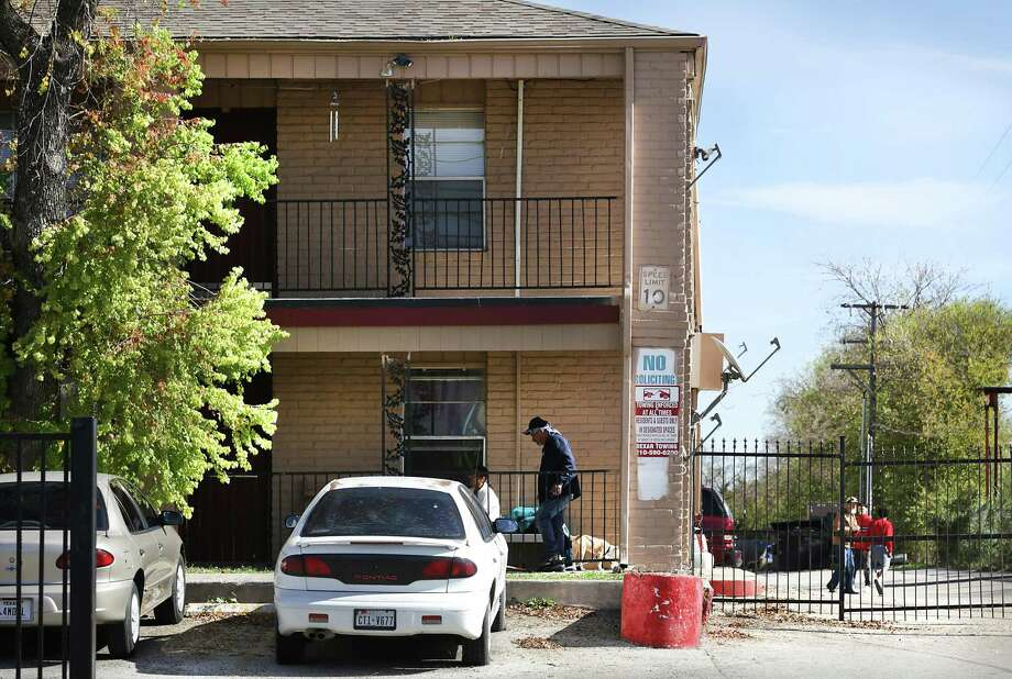 Housing advocates and tenants have repeatedly complained about conditions at Arriba En Blanco, at 5200 Blanco. / San Antonio Express-News