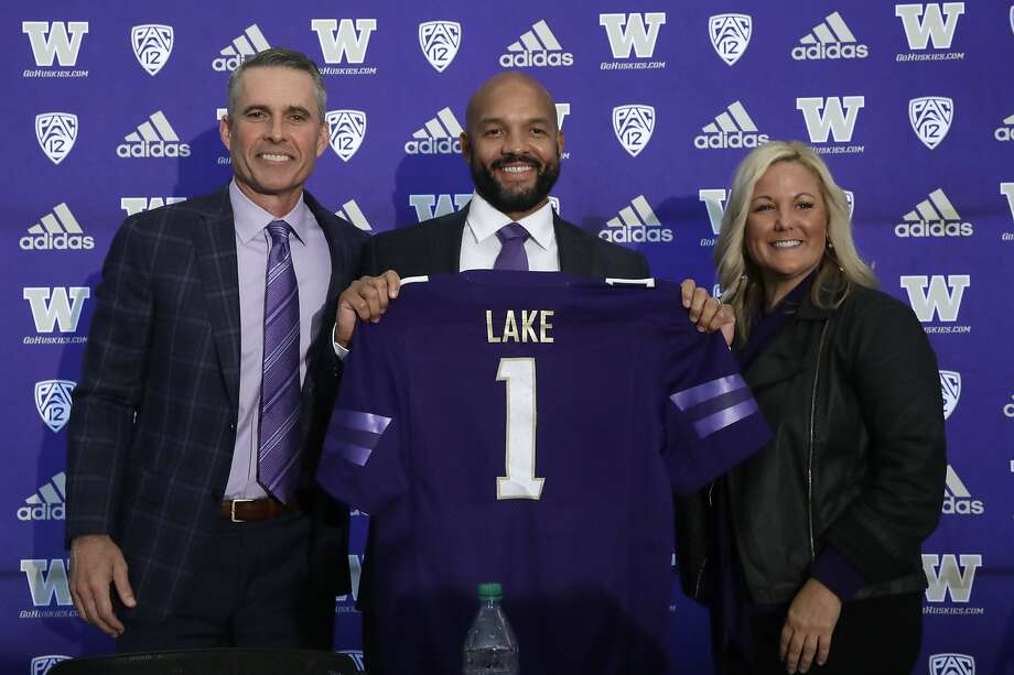 Washington football head coach Chris Petersen (left) poses with defensive coordinator Jimmy Lake, his successor, and athletic director Jen Cohen. Photo: Elaine Thompson / Associated Press