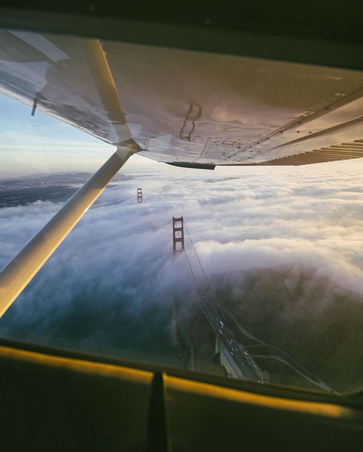@sbdunkscarl captured this image in a flight above the Golden Gate.