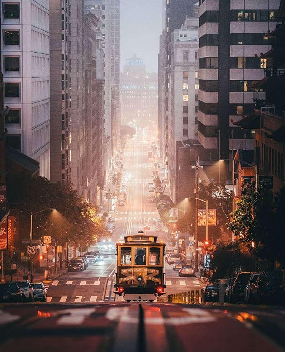 @aj.kreativ captured a foggy cable car ride on California Street in San Francisco.