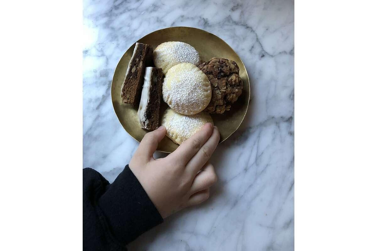 Repertoire's 2019 cookie plate.
