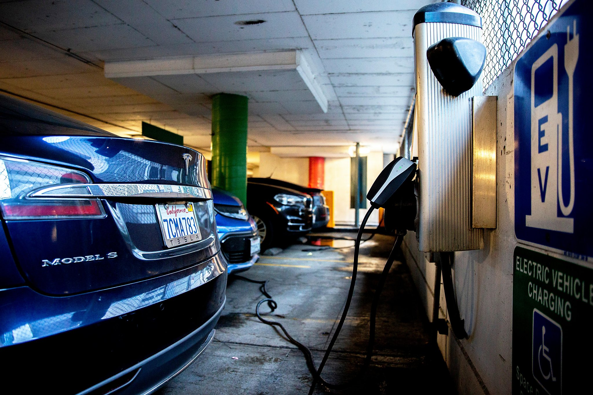 California Cuts Electric Car Rebates Drops Luxury Models Sfchronicle Com