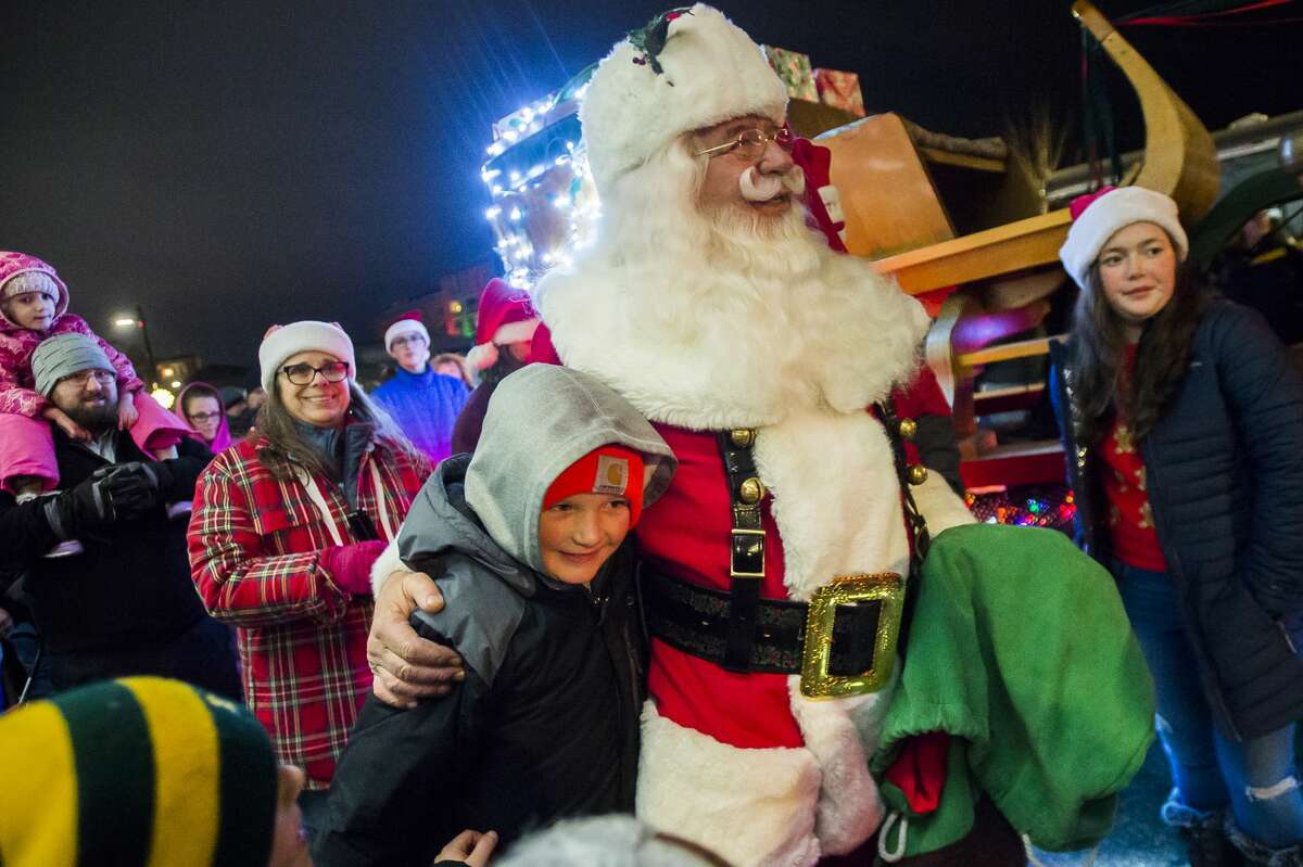 Families gather to watch the annual lighting ceremony for the Midland County Courthouse Tuesday, Dec. 3, 2019 in downtown Midland. (Katy Kildee/kkildee@mdn.net)