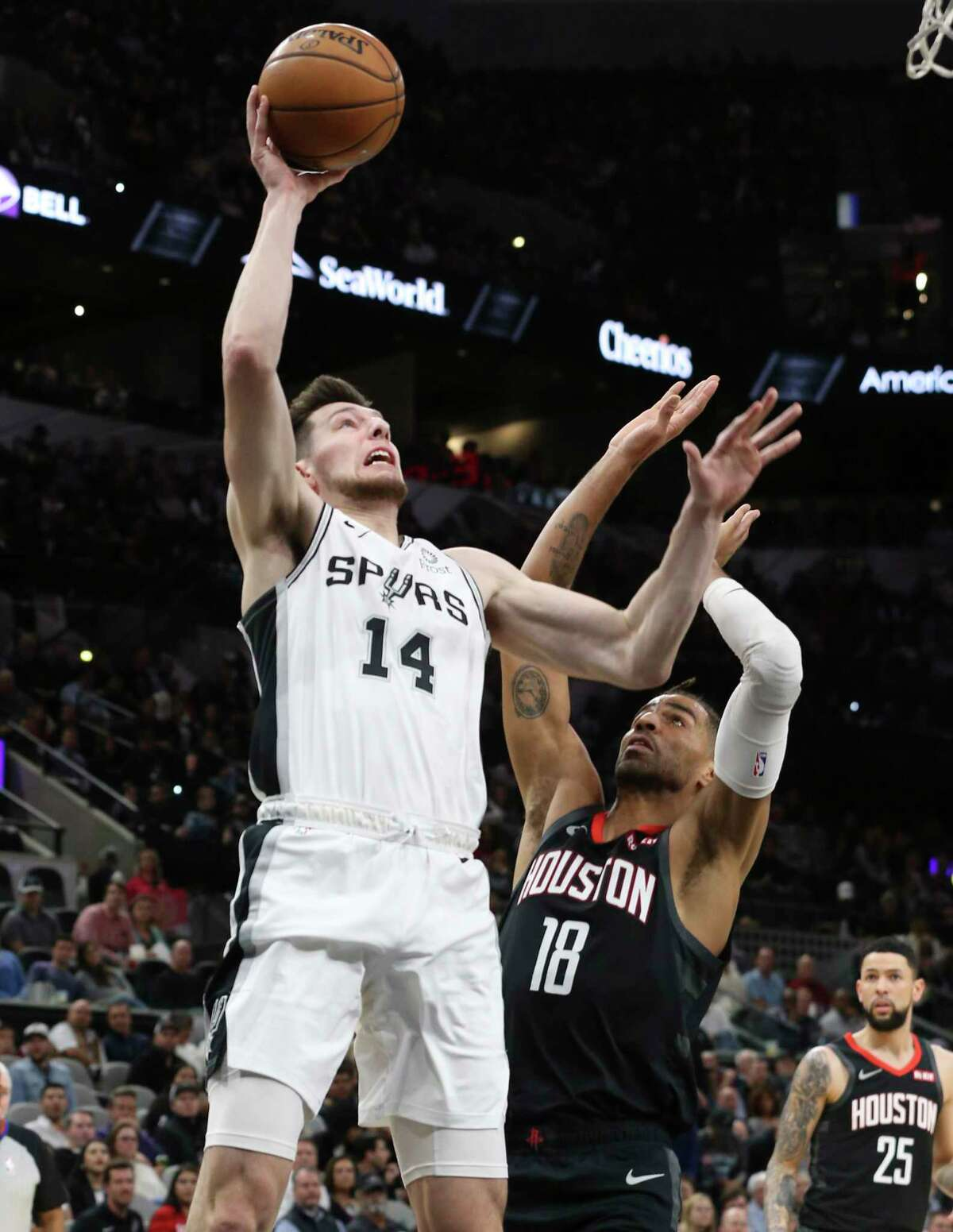 The Spurs' Drew Eubanks (14) resigned with the team Friday as the NBA's free agency period began.