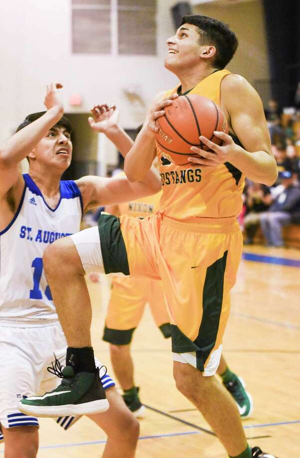 The Texas Association of Basketball Coaches and UIL expect the high school basketball season to start on time. Photo: Danny Zaragoza /Laredo Morning Times File