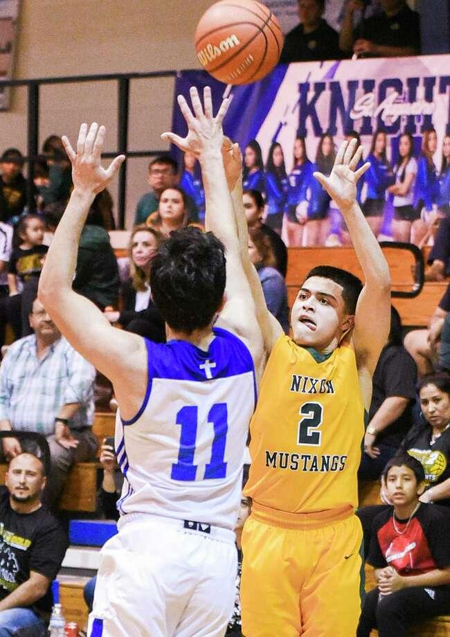 Nixon senior guard LJ Herrera leads the Mustangs with 6.3 assists per game this season. Photo: Danny Zaragoza / Laredo Morning Times File