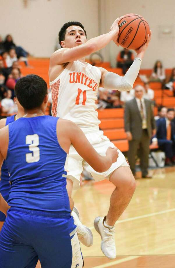 Alex Idrogo and United won their second straight game following Tuesday's 75-44 victory over Cigarroa. Photo: Danny Zaragoza /Laredo Morning Times
