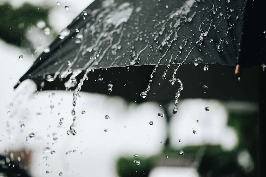 A weak storm is bringing a chance of light showers around the Bay Area Tuesday. Photo: Getty Images