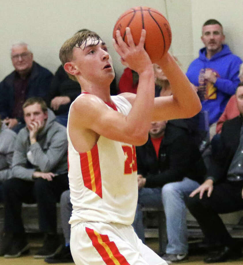 Roxana's Gavin Huffman dialed in 27 points and the Shells knocked off East Alton-Wood River 63-46 Tuesday night. Photo: Greg Shashack File | The Telegraph