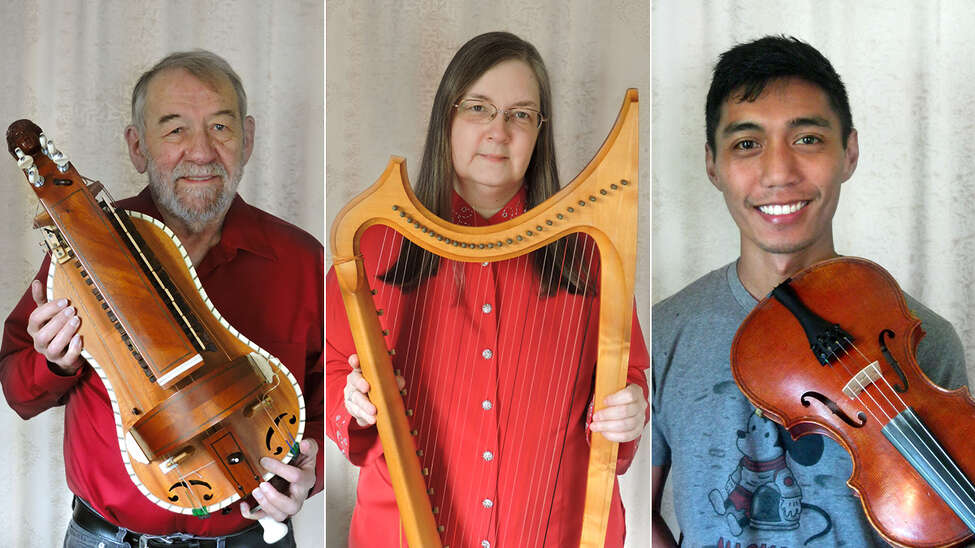 In Praise of Christmas, Old Songs, featuring John Roberts Lisa Preston and Armand Aromin.