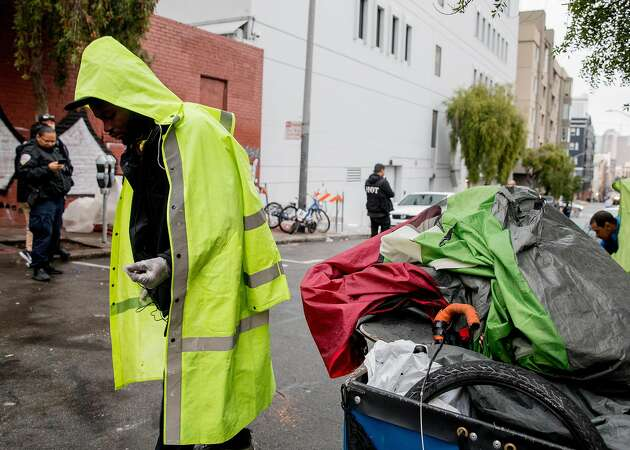'We don't want to be outside': Homeless say few beds offered during Tenderloin sweep