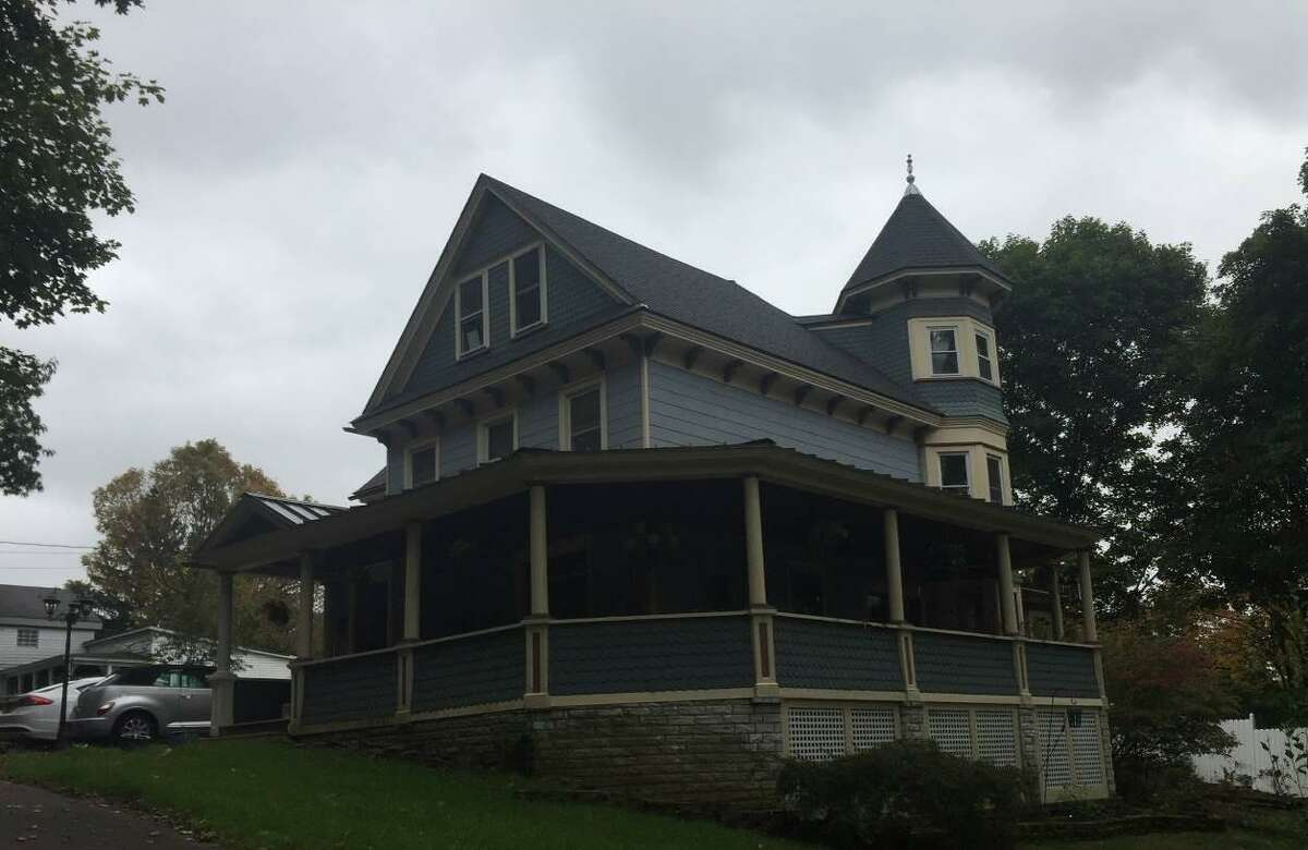 Sanford and Maude Smith House in Chatham