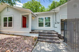 TOBIN HILL 639 e Evergreen Street SAN ANTONIO 78212 Tobin Hill would get you a 3 bed and 2 full bath home well almost It's listed for $285,000 so you could buy a little more than 80 percent of this house 85 percent 1,402 square feet