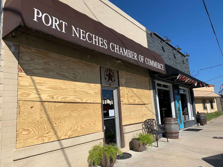 A chemical blast blew out the windows of the Chamber of Commerce in Port Neches, Texas. Photo: Bloomberg Photo By Rachel Adams-Heard. / The Washington Post