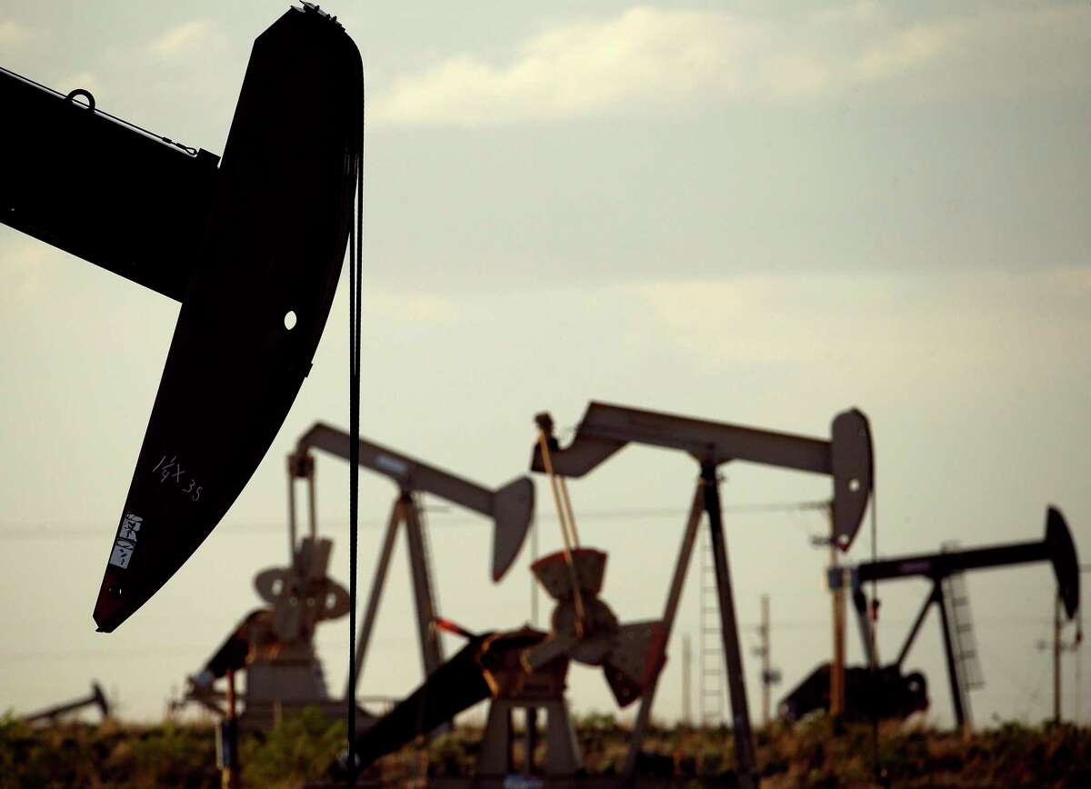 As the oil industry slumps, it's beginning to look a lot like the '80s around Houston, according to economist Patrick Jankowski.