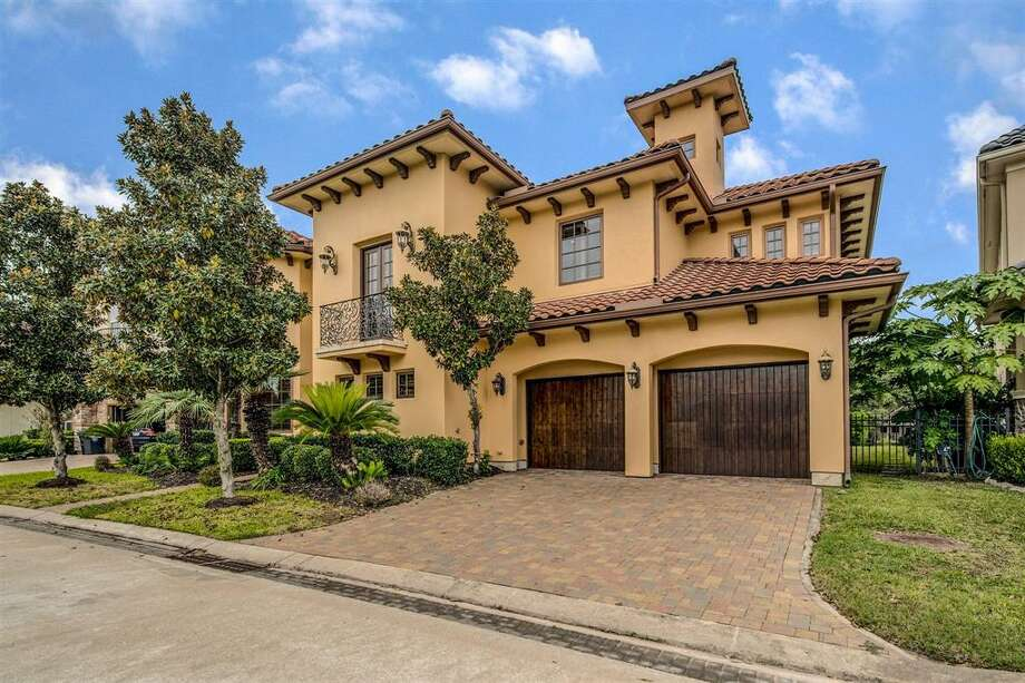 Sugar Land, Texas: 15402 Oyster Creek Lane