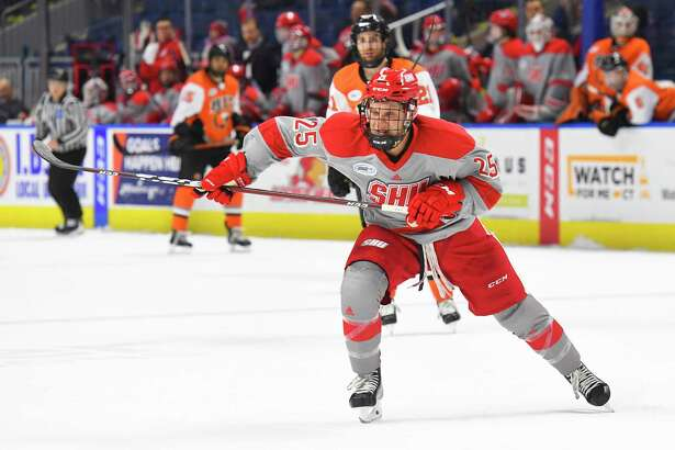 Austin McIlmurray has eight power-play goals in first 16 games for Sacred Heart hockey team.