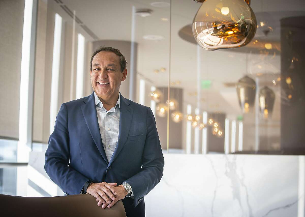 United Airlines' previous CEO Oscar Munoz visits the Polaris Lounge at Bush Intercontinental Airport during happier times in the airline industry