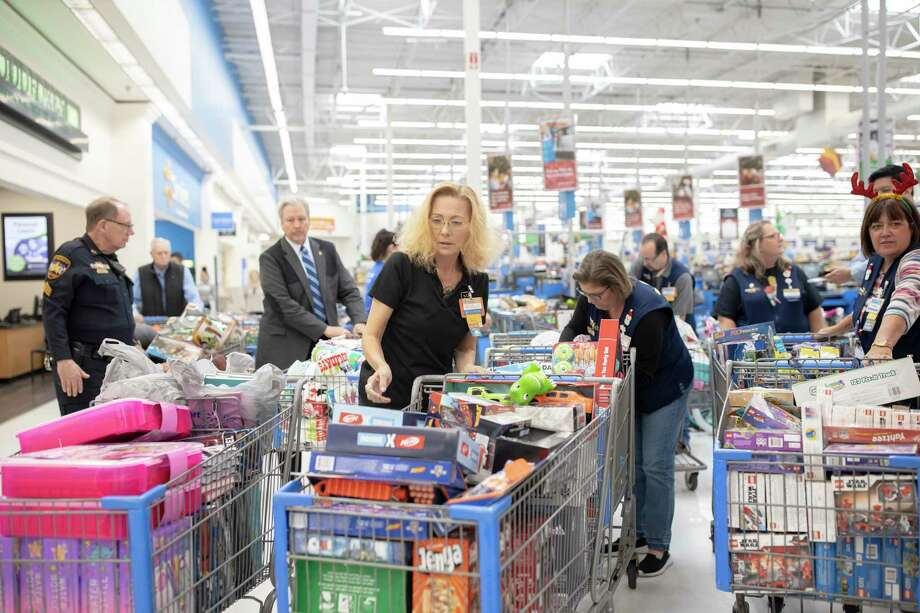 Assistant manager, Michelle Barrett, prepares to lead a line of shopping carts for this year's donations from Operation Blue Elf and the Montgomery County Sheriff's Office, Thursday, Dec. 5, 2019. Barrett has been an active volunteer for the last 5 years. Photo: Gustavo Huerta, Houston Chronicle / Staff Photographer / Houston Chronicle