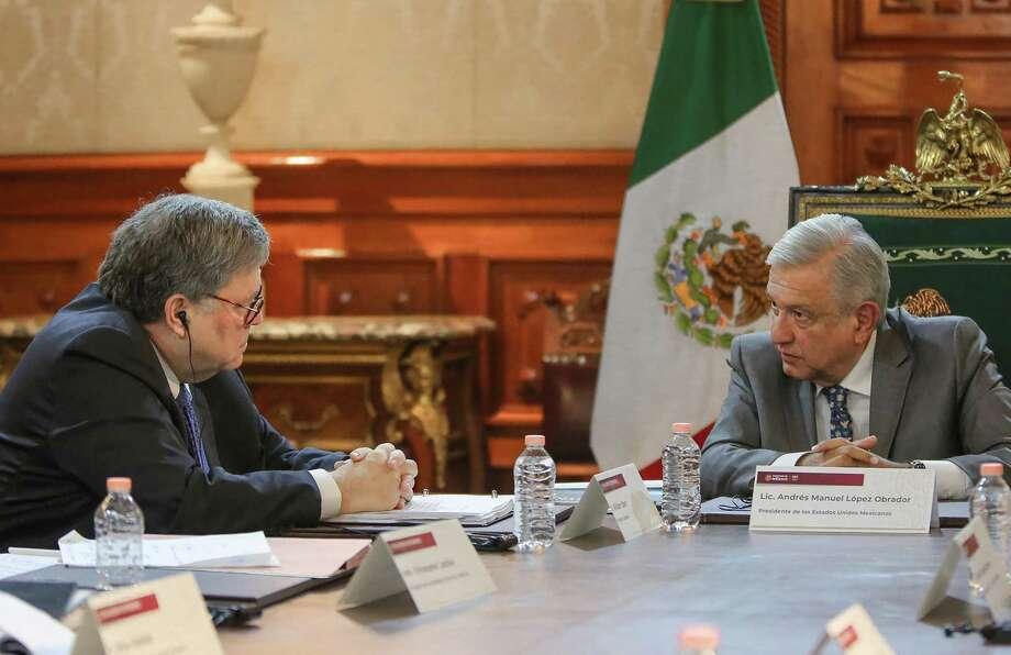 En esta fotografía proporcionada por la Presidencia de México, muestra al Presidente de México, Andrés Manuel López Obrador y al Secretario de Justicia de Estados Unidos, William Barr, durante una reunión en Palacio Nacional, en la Ciudad de México el 5 de diciembre de 2019. Photo: HO /Mexican Presidency /AFP Via Getty Images / AFP
