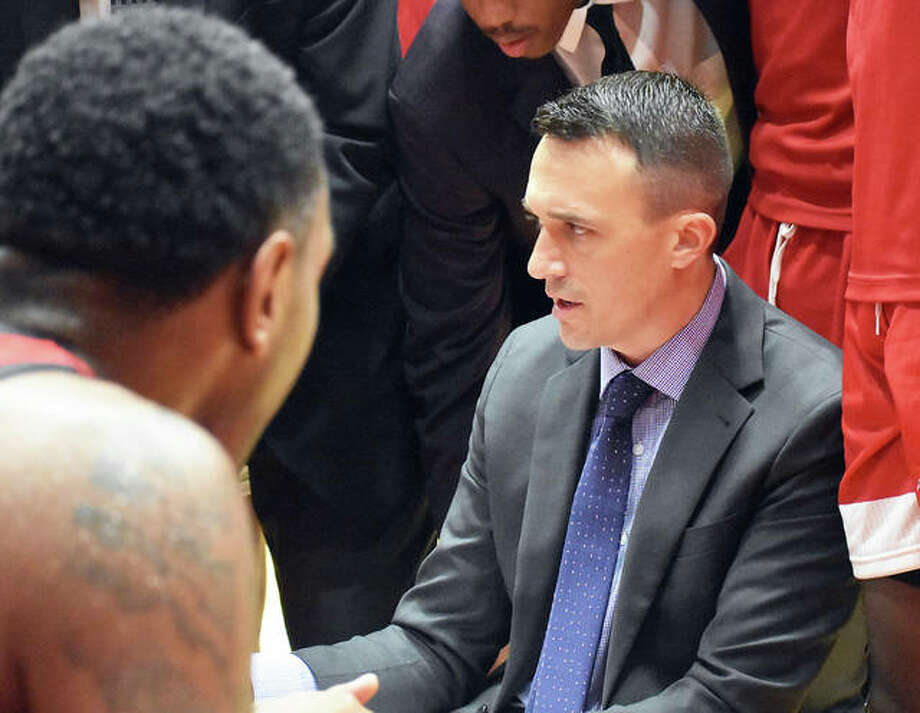 SIUE coach Brian Barone talks to his team during a timeout against Chicago State on Wednesday in Edwardsville. Photo: Matt Kamp|The Intelligencer